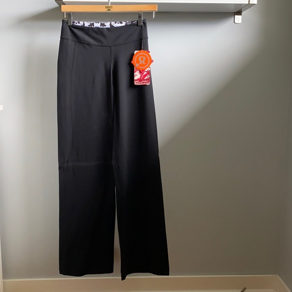 Lululemon Bliss Pant Reversible - Size 4 Tall - wide Leg *vintage made in Canada